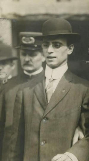 Leo-Frank-with-Police