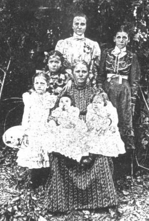 Mary Phagan's mother, Fannie Phagan Coleman (center), with her family in Atlanta, 1902. She holds Mary (right) and another child. Mary Phagan's older sister, Ollie Mae, stands at front left.